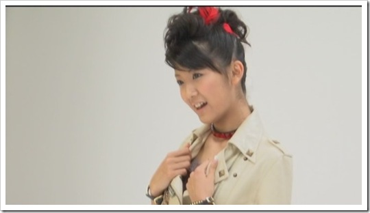 Berryz_Koubou_Dakishimete_Dakishimete_Making-of_011